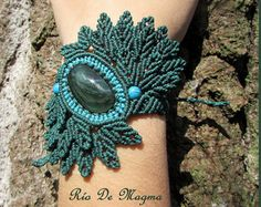 Woodland jewelry. Macrame bracelet with Green Velvet Obsidian (Mexico) in forest green and turquoise. Original design inspired in birds.
