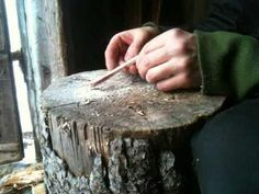 """How to make a bone needle for needle binding a viking age """"knitting"""" technique. Textiles Techniques, Embroidery Techniques, Viking Reenactment, Longhunter, Bushcraft Gear, Antler Art, Yurts, Viking Age, Carving Tools"""
