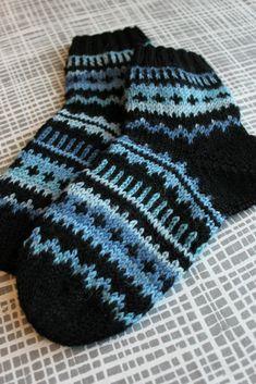 Sweet things: Mätsäävät villasukat Knitting Socks, Mittens, Slippers, Quilts, Crochet, Diy, Socks, Knitting And Crocheting, Knit Socks