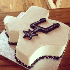 Texas and Spurs Groom's Cake by 2tarts Bakery / New Braunfels, Texas / www.2tarts.com