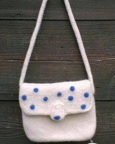"""Diese herzige, gefilzte Handtasche für kleine Fashionistas gibt es bei """"wullemus""""! https://ansalia.ch/kindertaschen/gefilzte-tasche.html #ansalia #tasche #filzen"""