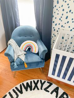 This baby boy room in blue is so good! Nursery Decor Boy, Project Nursery, Nursery Wall Art, Nursery Ideas, Baby Boy Rooms, Baby Boy Nurseries, Vintage Velvet, Mother And Baby, Cribs