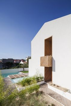 // SilverWoodHouse by 3r Ernesto Pereira - Architecture + (Re)construction. Photo: João Morgado