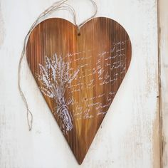 Formă inimă din lemn, bați (lasura) galben și maro.  Șablon aplicat cu penson. 💛 ________________ www.haidihai.ro Diy Decoupage Tutorial