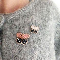 """Duo de papillons dans le livre """"Je découvre le tissage de perles Brick Stitch"""" by Rose Moustache rosemoustache.com Beaded Brooch, Beaded Earrings, Stud Earrings, Jewelry Shop, Diy Jewelry, Beaded Jewelry, Loom Beading, Beading Patterns, Rose Moustache"""