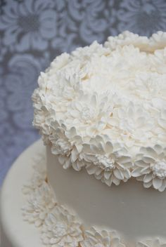 This is a amazing website dedicate to wedding cake decorating and Learning techniques to become a better wedding cake decorator! Cake Decorating Techniques, Cake Decorating Tutorials, Cookie Decorating, Gorgeous Cakes, Pretty Cakes, Amazing Cakes, Wedding Cake Decorations, Cool Wedding Cakes, Fondant Cupcakes