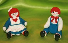 Darling Handmade sitting Raggedy Ann and Andy Dolls  ~Clay Material 2inches tall