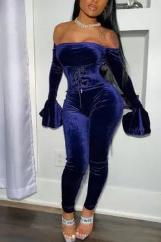 Sexy Off Shoulder Tube Top Dark Blue Two-piece Set Blue Two Piece, Two Piece Pants Set, Beautiful Outfits, Cute Outfits, Swag Outfits, Stylish Outfits, Girl Outfits, Beautiful Women, Velvet Jumpsuit