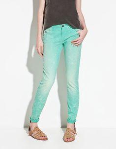pantalones azul electrico claro