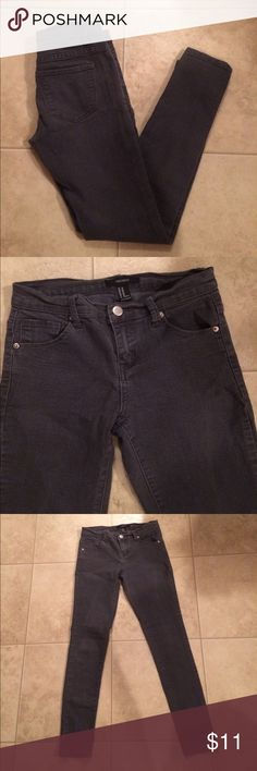 """$7 Forever 21 gray stretch skinny jeans Good used condition. ✔The price in the beginning of the title of my listings is the bundle price. These prices are valid through the """"make an offer"""" feature after you create a bundle. These bundle orders must be over $15. Ask me about more details if interested.  ❌No trades ❌No holds Forever 21 Jeans Skinny"""