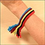 ARCHIVED - Métis-inspired Sash Bracelet - Activities - The Kids' Site of Canadian Settlement - Library and Archives Canada Indigenous Education, Indigenous Art, Aboriginal People, Aboriginal Art, Native American Crafts, Native American Indians, National Aboriginal Day, Inuit People, Weaving For Kids