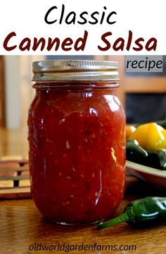 Classic Canned Salsa Homemade Canned Salsa Recipe – Make this classic salsa recipe to preserve the taste of summer to last all year long! Salsa Canning Recipes, Canned Salsa Recipes, Tomato Salsa Recipe, Canning Salsa, Fresh Tomato Recipes, Fresh Tomato Salsa, Classic Tomato Salsa, Canning Vegetables, Kitchens
