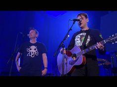 Blink 182 faz apresentação acústica para rádio BBC