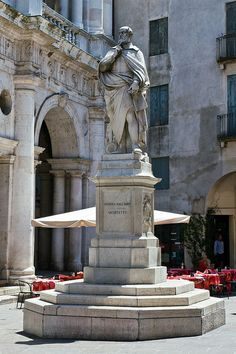 Piazzetta Palladio: statue of Andrea Palladio Vicenza Italy Veneto Architecture Old, Historical Architecture, Architecture Details, Vicenza Italy, Venice Italy, Monuments, Wonderful Places, Beautiful Places, Filippo Brunelleschi