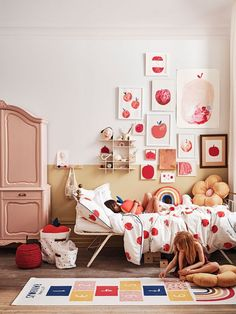 Faboulous new inspirations for kids interiors by HM Home Photos Ide Big Girl Rooms Faboulous Home ide Inspirations Interiors Kids photos Bedding Inspiration, Inspiration For Kids, Home Bedroom, Girls Bedroom, Bedroom Ideas, Wooden Wall Shelves, Shelf Wall, Hm Home, Big Girl Rooms