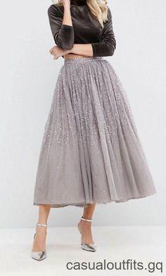 ec3b5c892a643d Bescheiden vakantie-outfit - grijze pailletten tule rok