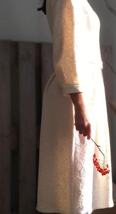 Платье из лодена. Нежный цвет и невероятный рисунок. Платье с защипами и карманами