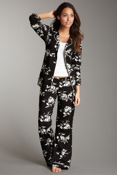 I LOOOVE this pajama set! The flowers are awesome =)