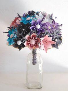 Arreglo de flores de papel, de Papel-on