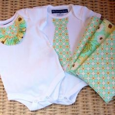 Twin Boy and Girl Onesies {Baby Shower}   http://homemade.tipjunkie.com/twin-boy-and-girl-onesies-baby-shower/