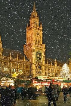 Christmas at the Marienplatz in Munchen, Munich, Germany