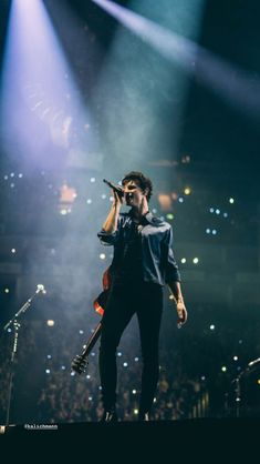 shawn mendes performing in london (april 🖤 Shawn Mendes Tour, Shawn Mendes Concert, Bts Aesthetic Pictures, Aesthetic Photo, Fangirl, Shawn Mendes Wallpaper, Mendes Army, Dear Future Husband, Charlie Puth