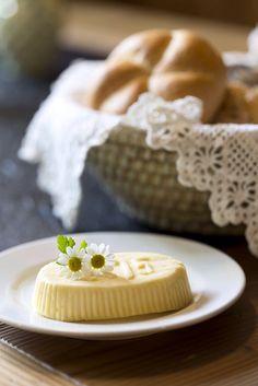 Frühstück mit Butter vom Bauernhof // Breakfast with butter from the farm The Farm, Butter, Butter Cheese