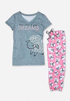 Find the latest in colorful and comfy sleepwear sets for girls at Justice! Shop cute pajamas in tons of fun prints and designs to match her individual style with our collection of sleepwear tops, bottoms, onesies and more. Pajamas For Teens, Girls Pajamas, Pajamas Women, Ladies Pyjamas, Womens Fashion Online, Latest Fashion For Women, Pijama Disney, Cozy Pajamas, Pjs
