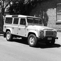 @jackuar_land_rover happy birthday old sport! #landrover #defender #landroverdefender #silver #110 #melbourne #australia #landroverlife #landroveraus #landroverphotos #landroverexperience by chris_hassall @jackuar_land_rover happy birthday old sport! #landrover #defender #landroverdefender #silver #110 #melbourne #australia #landroverlife #landroveraus #landroverphotos #landroverexperience