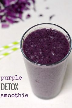 This Purple Detox Smoothie is a deceptively delicious recipe that will help detoxify your body. Nobody will taste the cabbage or kale! Try this drink for breakfast or a snack. This Purple Detox Smoothie is Detox Smoothie Recipes, Low Carb Smoothies, Nutribullet Recipes, Vegan Smoothies, Smoothie Drinks, Detox Recipes, Detox Drinks, Green Smoothies, Juice Recipes