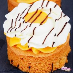 Advocaat rondo's Dutch Recipes, Cooking Recipes, Cupcake Images, Mini Pies, Tapas, Caramel, Sweet Tooth, Muffins, Cupcakes