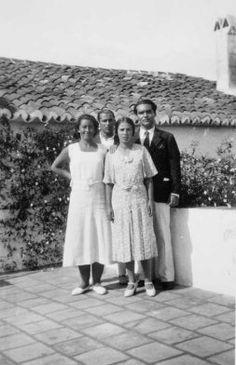 Federico García Lorca con su hermana y con algunos de sus amigos.