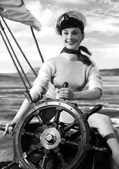 Невероятная Одри Хепберн. 20 фотографий молодой иконы стиля.