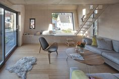 Rénovation par TYIN Tegnestue Architects : le volume est traité de façon à ce que les pièces de vie soient les plus spacieuses, avec un intérêt tout particulier apporté aux entrées de lumière.