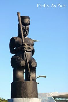Maori wood carving - NZ