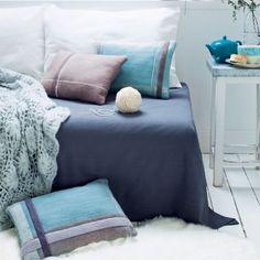 Coussins en laine bouillie décorés de rayures en laine feutrée style écossais
