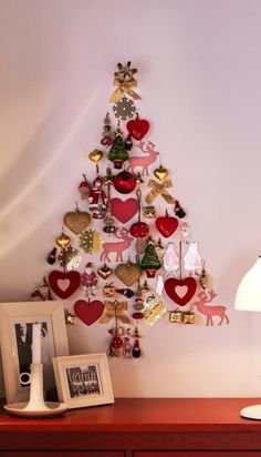 Easy Ideas for Handmade Christmas Decor. Spread holiday cheer with these Wall Christmas Tree - Alternative Christmas Tree Ideas and other holiday ideas. Wall Christmas Tree, Unique Christmas Trees, Alternative Christmas Tree, Christmas Tree Design, Noel Christmas, Diy Christmas Ornaments, Winter Christmas, Handmade Christmas, Holiday Crafts