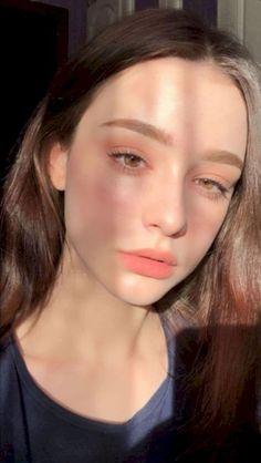 Natural Makeup Looks Become More Popular, Here's Why - Make-Up Korean Natural Makeup, Korean Makeup Look, Natural Makeup Looks, Korean Make Up Natural, Make Up Korean, Natural Beauty, Korean Face, Cat Eye Makeup, Skin Makeup