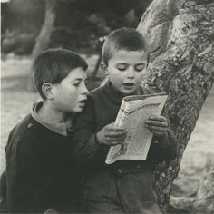 Boys reading a magazine - Greece, Marcel Proust, English Book, Great Photographers, Yesterday And Today, Inspirational Books, Book Nooks, Conceptual Art, Love Reading, Vintage Photographs