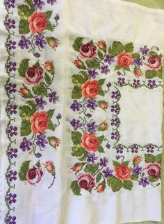 Cross Stitch Rose, Cross Stitch Embroidery, Cross Stitch Patterns, Embroidered Clothes, Smocking, Needlework, Quilts, Embroidered Towels, Bath Linens