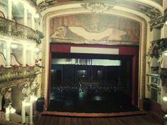Hoje no Teatro Amazonas , domingo ás 7:00 vai ter peça.
