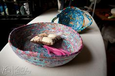 Katie from Katie's Quilting Corner shares a pair of video tutorials showing how to turn your fabric scraps into a coiled fabric bowl. The first video shows how to wrap the scraps around cord… Rope Crafts, Yarn Crafts, Sewing Crafts, Sewing Projects, Quilting Tutorials, Sewing Tutorials, Video Tutorials, Sewing Ideas, Quilted Christmas Ornaments