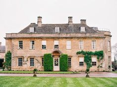 I love an English countryside wedding and this one is no exception. The brides dress (by jesus peiro) & hairstyle are gorgeous . the location, Babington House is just amazing! photos by ann-kathrin koch English Manor, English House, English Countryside, English Cottages, Babington House, Georgian Architecture, Classical Architecture, British Home, Countryside Wedding