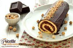 Il rotolo al cioccolato proposto in questa ricetta altro non è che una classica pasta biscotto (pasta biscuit) farcita con una farcia particolare chiamata