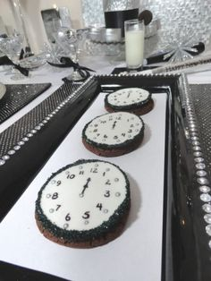 Happy New Year's decoration- clock cakes or mini cookies