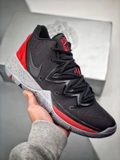 Jordan Basketball Shoes, Basketball Sneakers, Kyrie 5, Nike Kyrie, Best Sneakers, Sneakers Nike, Kyrie Irving Shoes, Online Sneaker Store, Sneakers Fashion Outfits