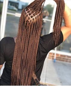 Now here are 25 gorgeous hair braidstyles you can copy. Box Braids Hairstyles For Black Women, Braids Hairstyles Pictures, Black Girl Braids, Braids For Black Hair, Hair Pictures, Brown Box Braids, Colored Box Braids, Lemonade Braids Hairstyles, Curly Hair Styles