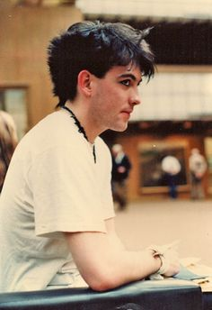 A young Robert Smith - The Cure. I'm totally crushing right now.