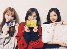 """[IZ*ONE VLIVE] 180922 """"[✌️] We cameback because we missed you 🐤🐥🐣 Together with everyone, Yujin's Childhood🧒📔"""""""