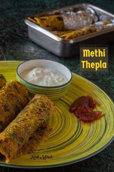 Methi Thepla-Gujarati Methi Thepla recipe- Kali Mirch by Smita - Kali Mirch - by Smita Healthy Breakfast Snacks, Best Breakfast, Lunch Box Recipes, Snack Recipes, Indian Bread Recipes, Recipes In Marathi, Tiffin Recipe, Snacks Dishes, Good Food
